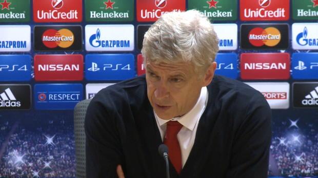 Arsène Wenger a confirmé qu'Olivier Giroud s'était fait opérer d'une fracture du tibia mardi, et qu'il ne rejouerait pas avec Arsenal avant la fin de l'année. L'entraineur français ne compte pas spécialement recruter un autre attaquant pour autant.