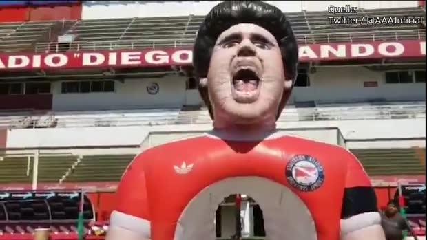 Diego Maradona als Riesen-Puppe   Viral