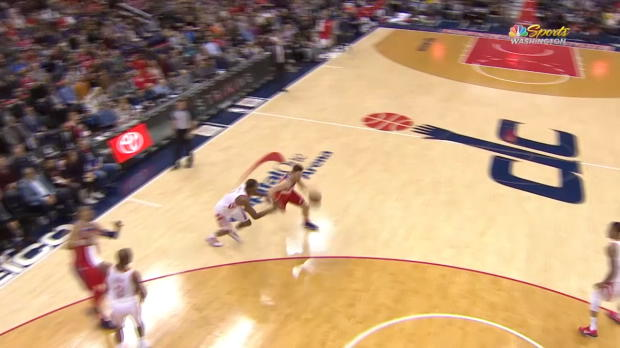 Dunk of the Night: Tomas Satoransky