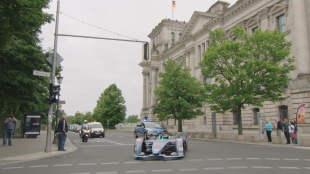Formel E: Nico Rosberg rast durch Berlin