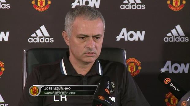 Im Ranieri-Shirt: Mourinho vermisst Prinzipien