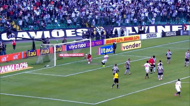 La légende de Sao Paulo Rogerio Ceni a inscrit un penalty qui a permis à son équipe d'égaliser face au Figueirense (1-1) en championnat du Brésil.