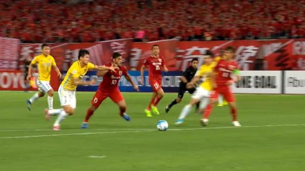 لقطة: كرة قدم: هالك يتألّق خلال فوز شنغهاي