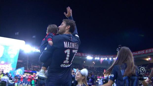 EL PSG brinda su homenaje a Maxwell
