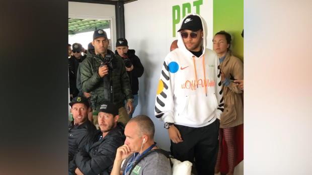 Mega-Fan Neymar macht Abstecher zum Surfen