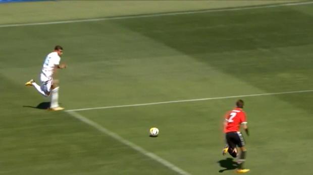 لقطة: كرة قدم: لاعب يونايتد الجديد ليندلوف يتسبب بركلة جزاء لريال مدريد