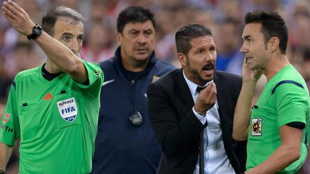 Expulsé par l'arbitre lors de la Supercoupe d'Espagne remportée par l'Atletico, l'entraineur argentin a fait amende honorable. Il indique par ailleurs ne pas croire aux chances de titre de son équipe cette saison.