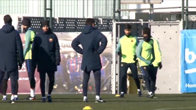 لقطة: كرة قدم: نيمار وسواريز يتعاونان لممازحة بيكيه