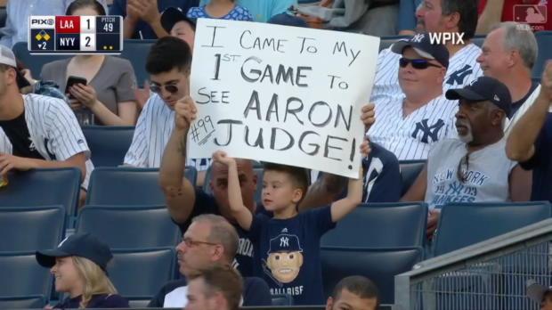 Judge lässt jungen Fan jubeln