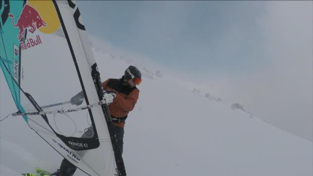 Extremsport: Schnee-Windsurfer in Japans Bergen