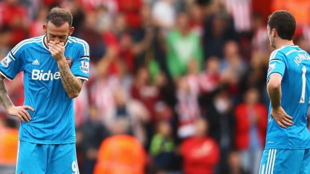 vec 11 buts encaissés en 8 rencontres, la défense d'Arsenal est source d'inquiètudes pour Arsène Wenger qui avant d'affronter samedi Sunderland sait que le temps est compté pour trouver une solution si il ne veut pas voir les chances de trophées du club du Nord de Londres s'envoler.