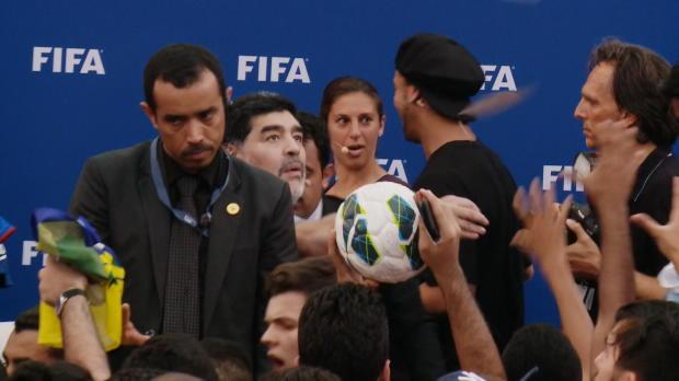 Maradona y Ronaldinho levantan pasiones en Bahréin