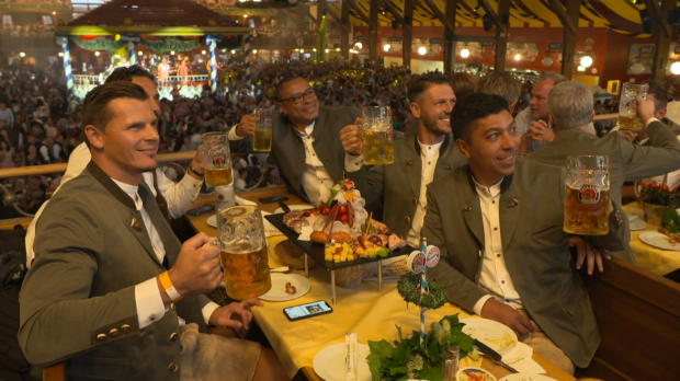 Prost! FCB-Legenden haben Spaß auf der Wiesn