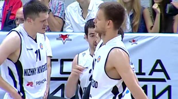 Video - Basketball, Russie : Il fait sa demande en mariage en plein match
