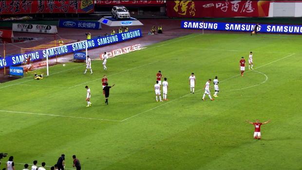 Le Brésilien Elkeson a inscrit trois superbes buts lors de la rencontre entre Guangzhou Evergrande et Liaoning Whowin (6-0).