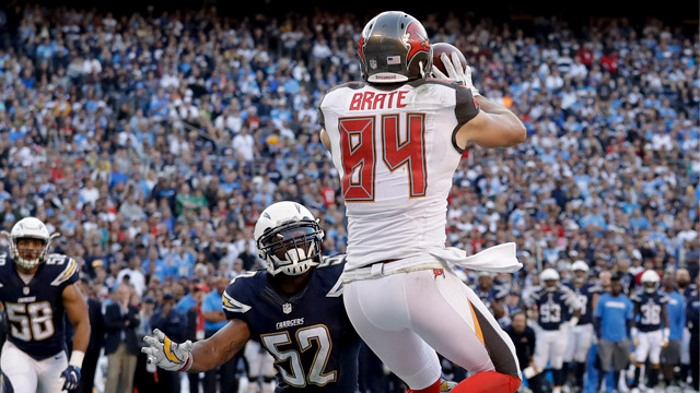 Jameis Winston hits Cameron Brate in traffic for 12-yard touchdown