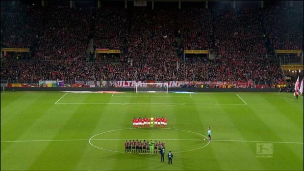 Bewegende Schweigeminute vor Mainz gegen Bayern