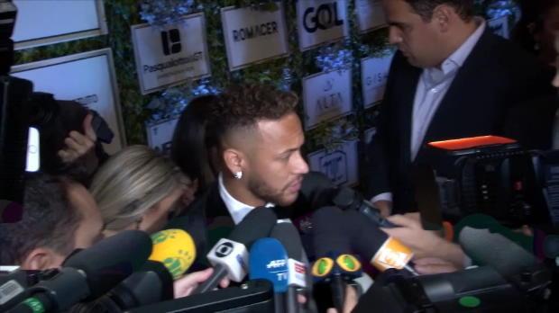 PSG - Neymar - 'Je reste à Paris'