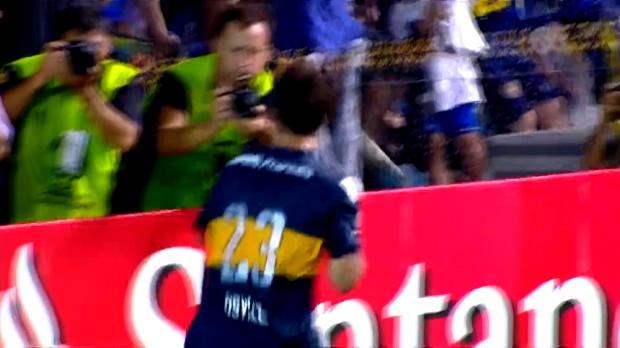 Prêté par Southampton, l'attaquant de 29 ans a vécu une première de rêve sous ses nouvelles couleurs de Boca Juniors. Pour son retour dans son pays natal, Dani Osvaldo a inscrit le but de la victoire face aux Montevideo Wanderers (2-1) et fait rugir de bonheur la Bombonera.