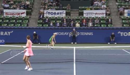 Radwanska Hot Shot: WTA Tokyo SF