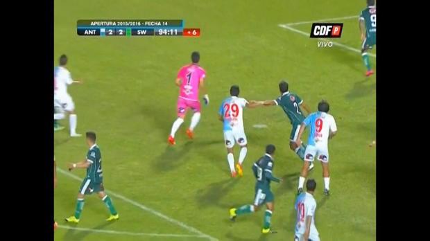 Chile: Keeper macht den Lehmann