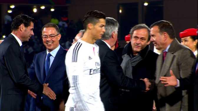 Ronaldo évite Platini