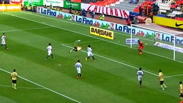 Après une superbe action, Oribe Peralta a marqué un superbe but sur un retourné acrobatique pour Club America contre Monarcas dans le championnat du Mexique. Malheureusement sa réalisation a été refusée pour une position de hors jeu.