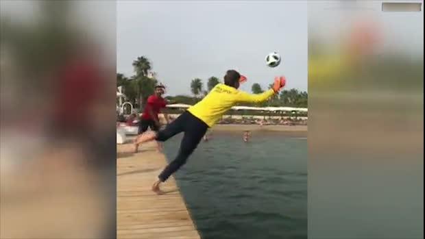 Verrücktes Torwart-Training: Mit Strandmethoden zum Erfolg   Viral