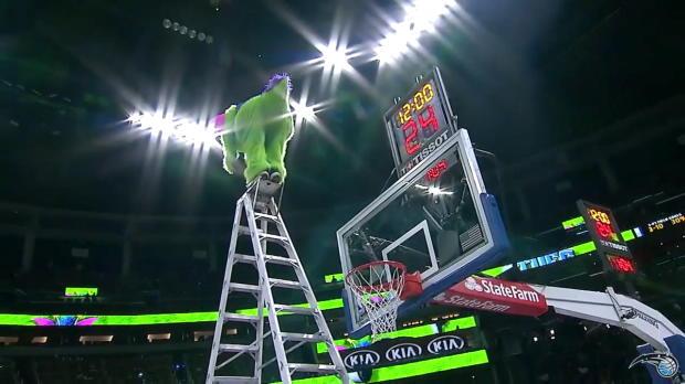 NBA: Maskottchen mit sensationellen Slam
