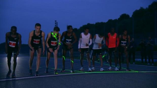 Kipchoge corre el marathon más rápido de la historia, pero no baja de las dos horas