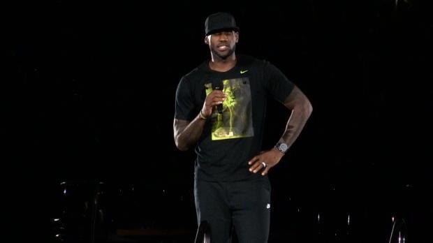 Basket : NBA - Cavs - LeBron accueilli en roi