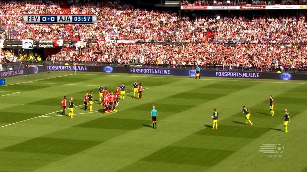 Ricardo Van Rhijn semble s'être inspiré du double Ballon d'Or portugais pour inscrire ce coup-franc longue distance et ainsi donner la victoire à son équipe de Feyenoord sur l'Ajax ce dimanche (1-0).