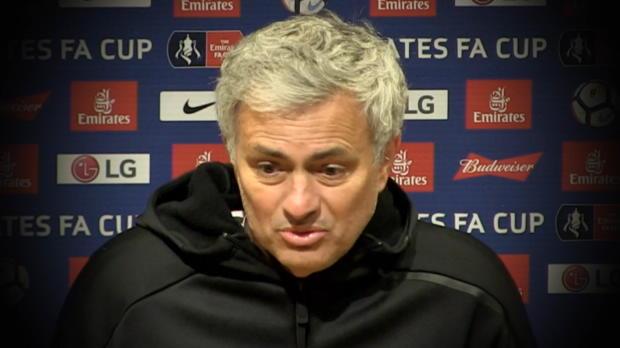 Mourinho vs Luke Shaw: Coaching oder Mobbing?