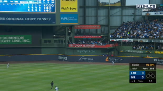 Yelich's solo HR opens scoring