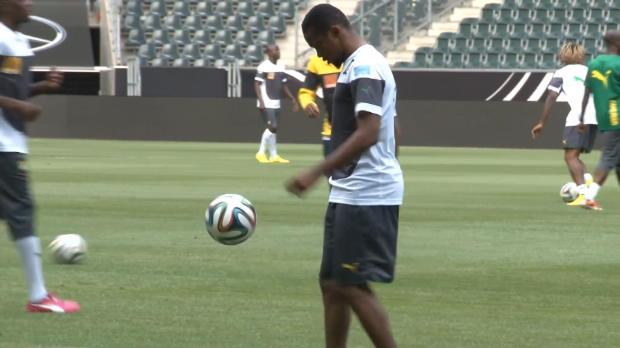 Le camerounais Samuel Eto'o, a annoncé sa retraite internationale sur les réseaux sociaux dans la soirée mercredi. L'attaquant est à ce jour le meilleur buteur de l'histoire de sa sélection avec 56 buts en 116 apparitions.