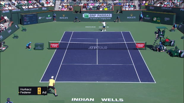 : Indian Wells - Solide face au surprenant Hurkacz, Federer file en demies