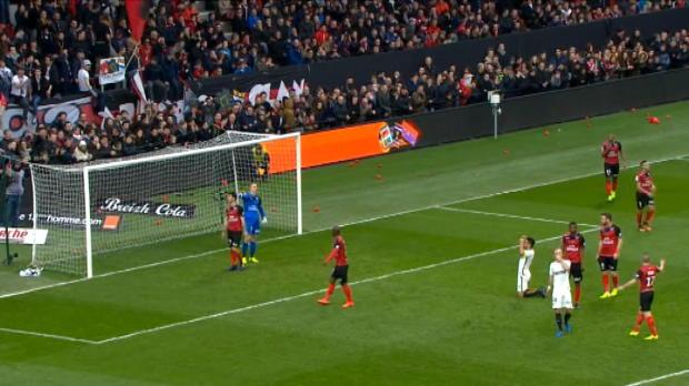 لقطة: كرة قدم: كرة مقصية من فالكاو لم تثمر هدفاً