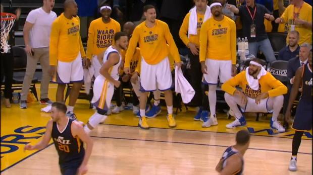 El triple de Curry sin ángulo y tocando tablero