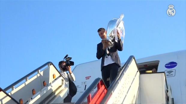 Der Henkelpott kehrt heim: Real landet in Madrid
