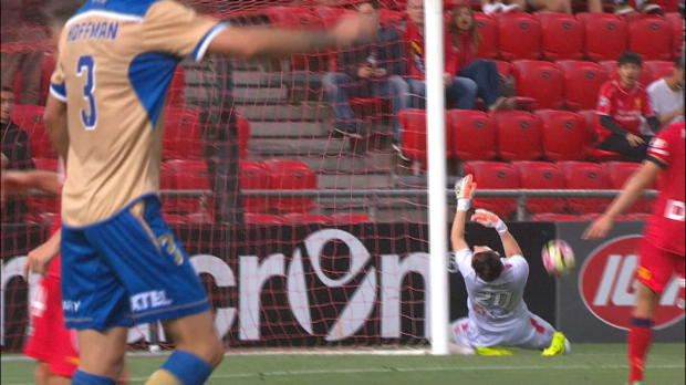A-League: Auah! Keeper knallt voll an Pfosten