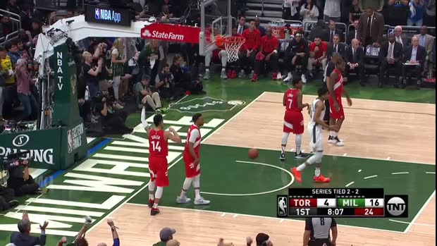 WSC: A bigtime dunk by Giannis Antetokounmpo!
