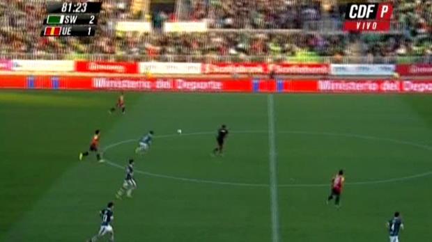 Moment de solitude pour le milieu de terrain de Santiago Wanderers. Gonzalo Barriga a marqué un but contre son camp lors de la défaite (3-2) de son équipe en Primera Division du Chili, à domicile contre l'Union Espanola.
