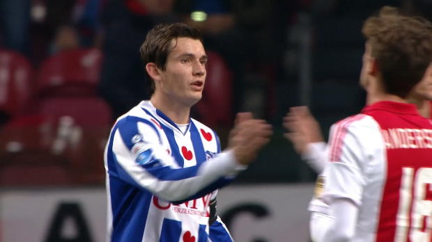 L'Ajax est revenu provisoirement à un point du leader le PSV Eindhoven, avec une victoire samedi sur Heerenveen marqué par le but deLuciano Slagveer. Les hommes de Phillip Cocu se déplaceront à Groningue dimanche.