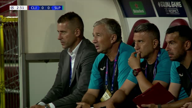 Video: UEFA Champions League: CFR Cluj - Slavia Prag   DAZN Highlights