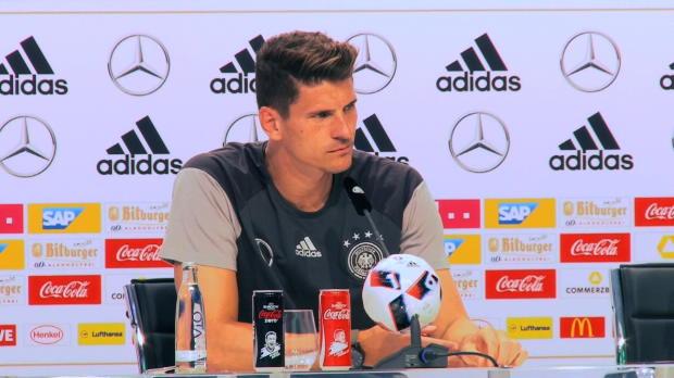EM 2016: Mirolas Klose? Gomez verwirrt