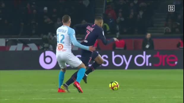 Peinlich-Schwalbe: Mbappe macht den Neymar   Ligue 1 Viral