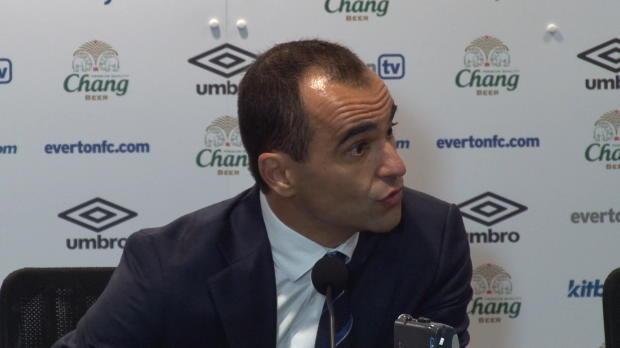 Titulaire indiscutable depuis de nombreuses saisons à Everton, Sylvain Distin a peu joué depuis le début de saison. La faute à la concurrence derrière et les pépins physiques rencontrés par le défenseur de 36 ans depuis la reprise.