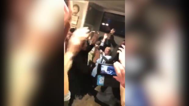 Schickt die Kinder heim! Kompany feiert im Pub