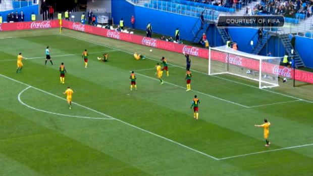 لقطة: كأس القارات: حكم الفيديو يؤكد صحّة ركلة جزاء أستراليا أمام الكاميرون