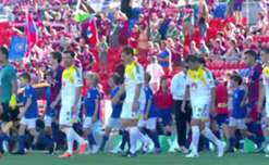 The Wellington Phoenix have maintained their rich run of form with a pulsating 3-2 win over the Newcastle Jets.